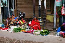 印度.瓦拉纳西,这是一个疯狂的地方,这里的照片哪里是一组就可以呈现完的,这里有人间最茂盛的烟火气,这