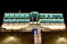 新艺术与装饰艺术博物馆 Art Nouvean, Deco Casa Lis 建在萨拉曼卡古城,倚在