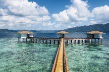 治愈系海景~纯净透亮的海水~想近距离的观赏到珊瑚及各种色彩斑斓的鱼类...菲律宾科隆珊莱一岛酒店的水