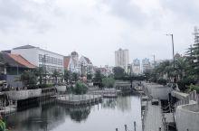 雅加达老城区,据说是以前荷兰的殖民地。 【景点攻略】 详细地址:雅加达老城区  交通攻略:我们是打g