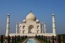 泰姬陵是印度伊斯兰建筑代表作,莫卧尔王朝第五代皇帝为爱妻泰姬玛哈儿修建的陵墓,始建于1631年,用了