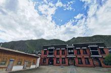 独自去的拉卜楞寺,待了一天半,遇到了晴、阴、雨,和外地专程来拜佛求教的信徒学习了不少藏传佛教的知识,