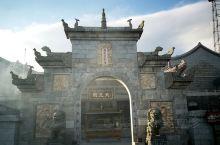 上封寺是南天门到祝融峰路上比较大的建筑了,也是衡山最高的寺院。里面地方很大,还有二楼厢房,挂单住宿的