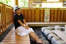 日本三大温泉之一下吕温泉 来到日本著名的温泉乡下吕,穿着和服睡衣漫步在起伏的街道上就能随时随地泡足汤