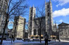 蒙特利尔圣母大教堂是蒙特利尔最美丽的教堂之一。这座教堂和巴黎圣母院非常相似,教堂内部十分美丽。我第一