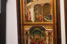 宗教画作真的是都是背景金光闪闪阿!很多是圣经里面的故事,很有故事画面