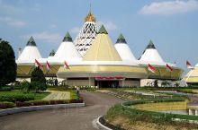 是一处很传统的雅加达经典旅游区,类似深圳的锦绣中华,把全印尼众多著名的建筑物和浓缩在了一个小公园里,