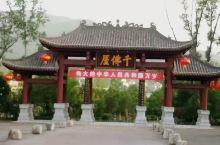 四川广元千佛崖。千佛崖景区位于江边古道之上。各个佛洞里的佛像虽然不是很大,但都是非常生动,遗存完整。