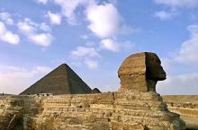 埃及金字塔。在我们这个地球上,有很多建筑奇迹,埃及金字塔就是其中之一。这些以胡夫金字塔为典型的大金字
