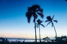 最浪漫的海岛夏威夷。这里有清澈的恐龙湾,这里有美丽的黄昏日落,这里有都乐菠萝园的大菠萝,这里有七色彩