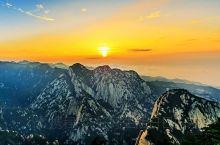 """华山古称""""西岳"""",位于陕西渭南华阴市,著名五岳之一。        西岳华山的险峻被称为""""自古华山一"""