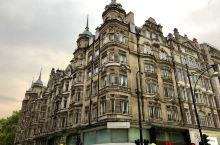 牛津街  牛津街(Oxford street)是英国伦敦的一条著名商业购物街,1.25英里长的街道两
