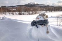 摩周湖坐落在阿寒国家公园里面,是保持着原始风貌的天然湖泊,湖水温度很低,夏天也是不得下水的,而在冬季
