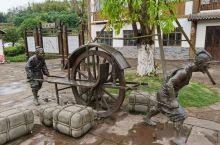 四川泸州合江县的古镇很多。比如天仙硐景区的乐道古镇,合江的尧坝古镇等,都是极富地方特色的古镇。当然,