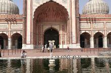 始建于1650年,世界上三大清真寺之一,印度境内最大清真寺一一贾玛清真寺