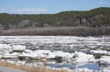 漠河北极村开江了,冰雪融化中