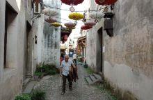龙门古镇的老街 这里还有居民在此生活,比起乌镇,古镇有了烟火气,但居民们的生活水平有差距,有些房子破