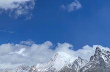 """夏诺多吉,又名恰郎多吉。亚丁村三大神山之一。意为""""金刚手菩萨""""是""""三怙主""""雪山的东峰,海拔5958米"""