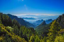 """芦芽山风景名胜区荟萃了""""山、石、林、草、洞、湖、泉、谷、庙、关""""十大系列的旅游产品"""