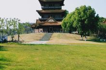 龙珠阁是一座仿明重檐宫庭式楼阁,位于江西景德镇市珠山区中华北路2号,就是在珠山的山顶处,珠山真的是不