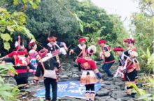千年瑶寨 瑶族是一个历史悠久文化灿烂的少数民族,始建于宋代,至今已有一千多年的历史,是国家AAAA级