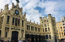 瓦伦西亚火车站,西班牙自由行选择的方式太多了,这次非常日明智没有选自驾游,因为老城的街道太窄了,车辆