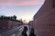 【景点攻略】 详细地址:  马拉喀什·马拉喀什-萨菲大区  交通攻略: 建议从酒店直接打的过去  马