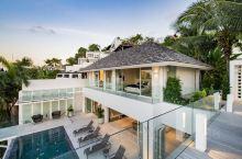 今天给大家介绍的是一栋普吉岛刚刚上线的四卧室海景别墅,相比众多泰式风格的私人别墅,这栋极简的现代风格