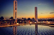 阿布扎比大清真寺是世界上最豪华的清真寺,耗资55亿美金打造而成,听说24k 的黄金就用了46吨,可能