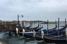 二游威尼斯,感觉总督宫前依然是威尼斯游客最多的地方,主要是很多人都往那座小桥走去,就为了看一眼叹息桥
