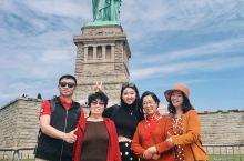 带着爸爸妈妈奶奶外婆的出游来到了纽约!作为纽约最地标最著名的建筑景点, 自由女神像是一定要带家里人打