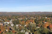 莫霍克小径是美国五大观赏枫叶的自驾游路线之一,它蜿蜒曲折穿行于麻省伯克希山脉之中,不但风景优美,周边