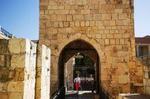 大卫城塔是耶路撒冷古城里的一处古军营遗存。内有大卫城博物馆展示耶路撒冷的历史。晚上有声光秀再现耶路撒