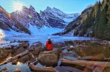 超级喜欢加拿大班夫国家公园,气势磅礴的洛基山脉,幽静的湖泊,山与水十分和谐地融为一体……我是第二次到