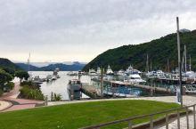 位于新西兰南岛的皮克顿,隔库克海峡与惠灵顿相望,坐拥着美丽静谧的风景,在坐water taxi去生蚝