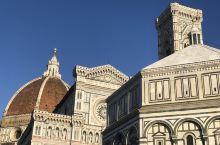 打卡全球网红打卡胜地弗洛伦萨圣母百花大教堂。历史非常美,但是这里的人们只是在挥霍历史,并不进步。By