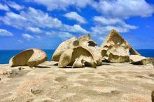 袋鼠岛之旅第三站神奇岩石    感鼠岛上最有名的是弗林德斯蔡斯公园,我们驱车到达的第一个景点就是神奇