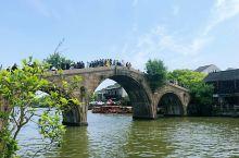 行走朱家角,感受上海繁华背后的悠然慢生活,探寻历史的痕迹。朱家角镇是上海四大历史文化名镇之一,位于上