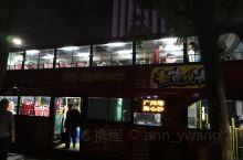 广州双层观光巴士,是广州市政府为了方便外来的游客欣赏美丽的羊城,特意开设的旅游线路。
