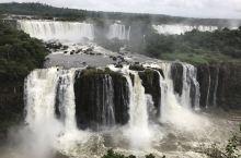 伊瓜苏瀑布位于巴西与阿根廷边界,是世界上最宽的瀑布,高82米,宽4千米,平均落差75米,此片是在巴西