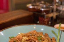 Chalida 餐厅 炸豆腐 没啥味道 份量很少 肉眼可见的八小块豆腐 外层的皮炸得很实 空心菜好吃