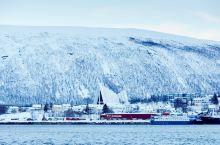 北欧的雪景要注意什么呢? 图一是北极大教堂,图二、三是在峡湾的小镇,冬季到了北欧,拍拍雪景,白雪皑皑