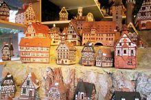 纽伦堡圣诞集市是世界上最大的圣诞集市,这次专程慕名而去。集市位于老城区的主市场,各国游客络绎不绝,工