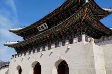 首尔 景福宫 太祖李成桂在高丽故宫遗迹的基础上加以扩建 景福宫共四门~正南为光化门 正殿为勤政殿 慈