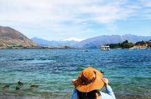 从新西兰南岛的喀斯特小镇驱车出发来到瓦纳卡镇,冰川融水形成的瓦纳卡湖水在阳光的照耀下碧蓝清澈,仿佛镶