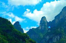 """被誉为""""湘西第一神山""""的张家界天门山国家森林公园,四面绝壁,雄伟壮丽,景色幽静,惊险刺激,登临山顶,"""