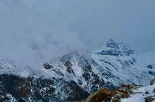 乌斯怀亚的卡斯特罗雪山冰封上百万年,是阿根廷靠近南极圈著名的冰原。这里景色非常的优美,雪水融化形成的