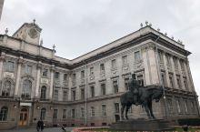 大理石宫,大理石宫是圣彼得堡的著名建筑,建于18世纪,天然大理石色彩的渐变使宫殿具有一种特殊的魅力。