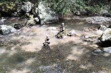 很漂亮的乡村小溪流,炎热的夏天一股暖流