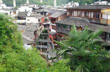 李坑 两条小溪横穿村中 白墙黑瓦 很像到了江南小镇